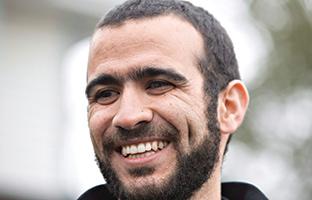 Une université chrétienne ouvre son coeur à Omar Khadr