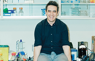 Andrew Pelling challenges conventions in science and academia